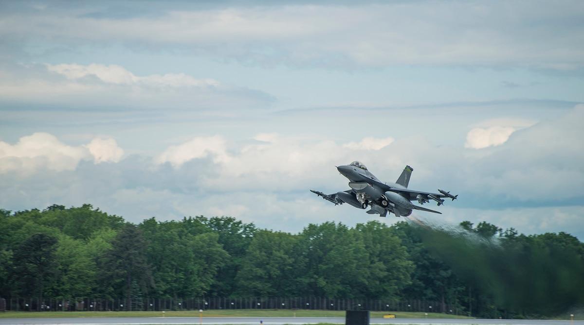 Report: Alleged F-16 joyride to visit girlfriend cost head