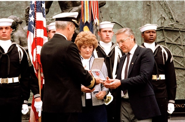 Rear Adm. John Paul Jones presents a Bronze Star to Richard and Patricia Stethem, the parents of Navy Petty Officer Robert Stethem, during ceremonies at the Navy's Seabee Memorial near Arlington National Cemetery on April 25, 1986. Robert Stethem, who was killed by terrorists on June 15, 1985, was awarded the Bronze Star posthumously during the ceremony. (Charles Tasnadi/AP)