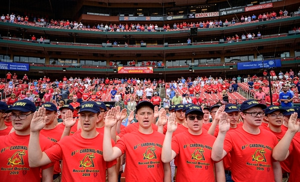 Eighty-one recruits with the 61st Annual Recruit Cardinal Division recite the oath of enlistment at Busch Stadium during a pre-game ceremony, June 6, 2019, in St. Louis. (Mass Communication Specialist 1st Class Chris Williamson/Navy)