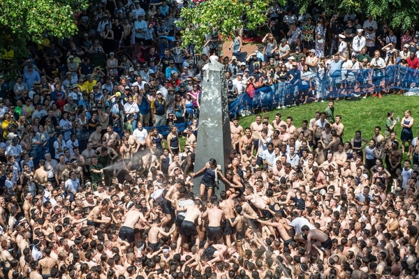 Naval Academy midshipmen participate in the annual Herndon Monument climb on May 20, 2019. (Naval Academy)