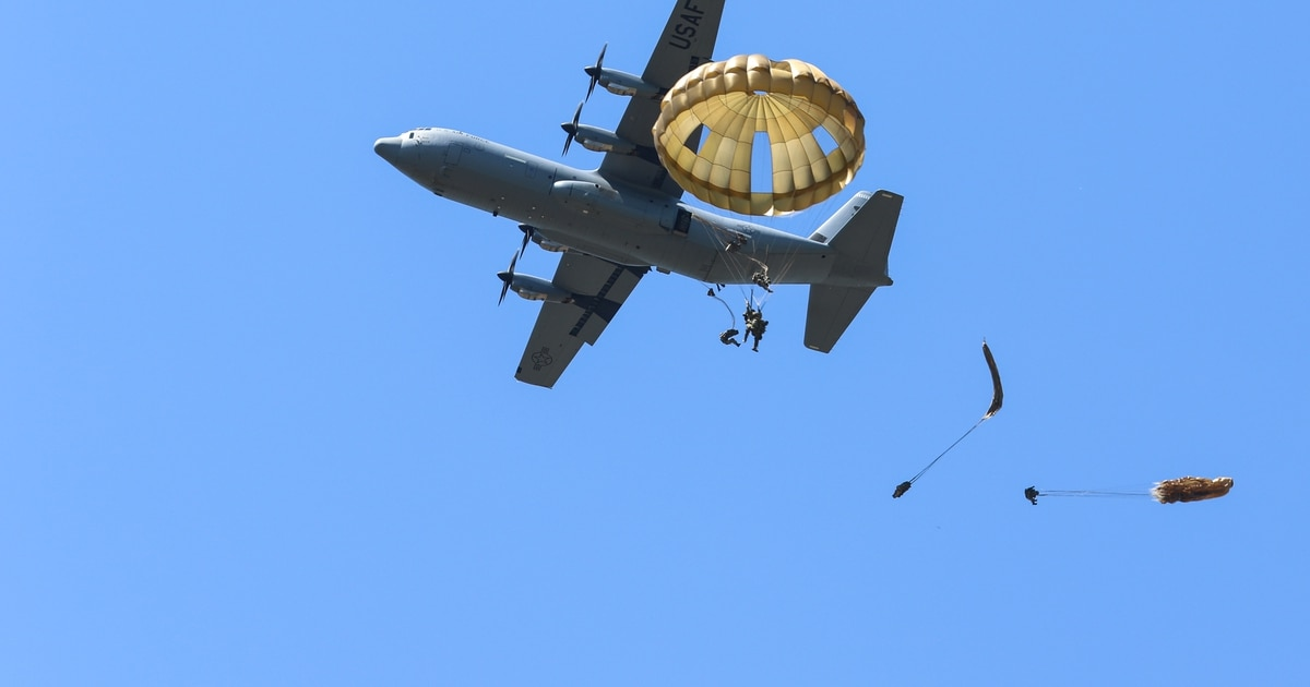 Photos: US and European paratroopers jump during major exercise