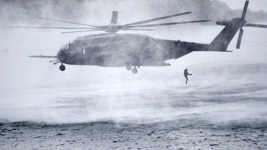 BUSAN, Republic of Korea (Oct. 19, 2017) Explosive ordinance disposal divers from the U.S. and Republic of Korea navies exit an MH-53E Sea Dragon helicopter assigned to the Vanguards of Helicopter Mine Countermeasures Squadron (HM) 14, Detachment 2A, during the annual Multinational Mine Warfare Exercise (MN MIWEX). (Specialist Seaman William Carlisle/Navy)