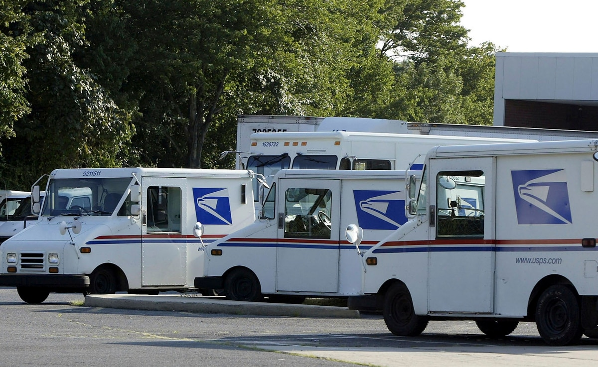 postal service could save $400 million on cheap gas
