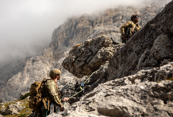 Soldiers with 10th Special Forces Group practice fixed rope installation techniques and vertical obstacle crossing while conducting mountain warfare training near Corvara, Italy, September 17, 2018. (Spc. Gage Hull/Army)