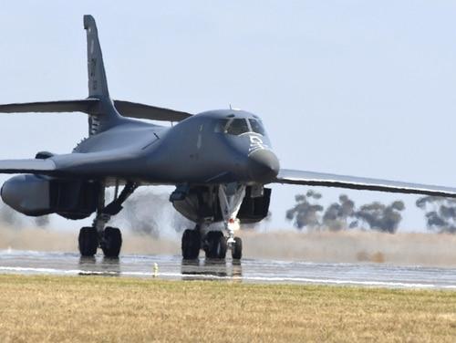 A U.S. Air Force B-1B Lancer bomber aircraft lands at Avalon Airport, Geelong, Australia, on March 2, 2017. (Master Sgt. John Gordinier/Air Force)