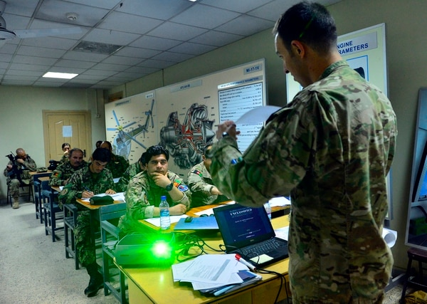 A U.S. Air Force JTAC teaches Afghan soldiers at a Tactical Air Coordinators course in Kabul, Afghanistan. (Staff Sgt. Vernon Young Jr./Air Force)