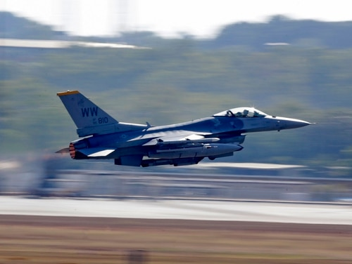 A United States Air Force F-16C takes off from Royal Australian Air Force Base Darwin as part of Pitch Black 2016. (LSIS Jayson Tufrey/Australian Defence Force)