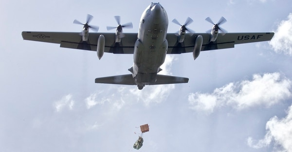 A bundle is dropped from a C-130 Hercules. (Osakabe Yasuo/Air Force)