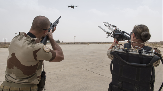 To defeat drones, this surface-to-air defense squadron will use specialized shotguns and rifle-shaped jammers. (Sandra Auguste / Ministry of Defense)