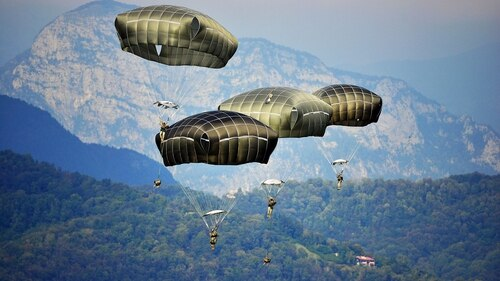 Paratroopers assigned to the 173rd Airborne Brigade Combat Team descend at Juliet Drop Zone near Pordenone, Italy, Sept. 24, 2014. (Davide Dalla Massara/Army)