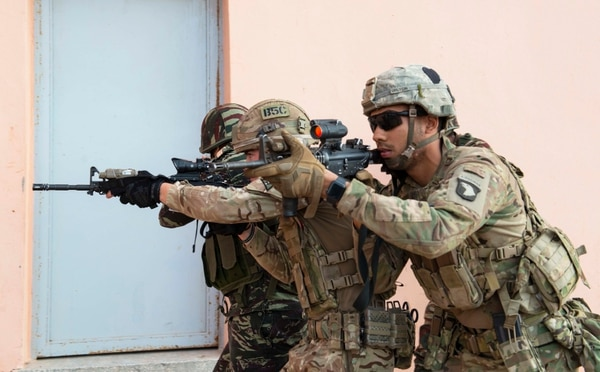 Members of the U.S. Army's 2nd Brigade Combat Team, 101st Airborne Division, Moroccan special operations forces, and the British Army's 4 Rifles, Bravo Company, begin a room-clearing drill during the field training exercise portion of exercise African Lion 2019 in Tifnit, Morocco, March 26, 2019. (Deanna C. Gonzales/Navy)