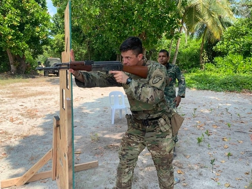 Staff Sgt. Mitchell Napier, a 5th SFAB adviser, demonstrates shooting techniques March 10 at the Maldives Maafilaafushi Composite Training Center. (Army)