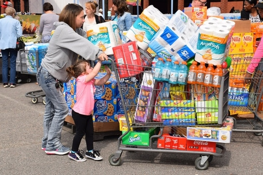 After being canceled last year because of the pandemic, commissary sidewalk sales are back. Pictured here is a scene from the Fort Lee, Va., commissary in spring 2016. (Jessica Rouse/Defense Commissary Agency)