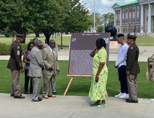 3rd Infantry Division leaders and the family of Sgt. 1st. Class Alwyn Cashe unveil a sign commemorating his service at a ceremony renaming the division's ceremonial gardens after the Iraq War hero, Thursday, May 20, 2021. (Staff photo/Davis Winkie)