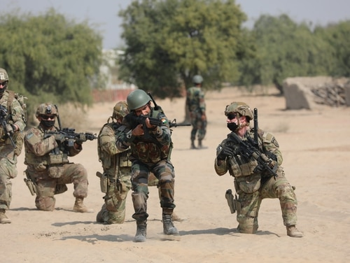 Members of the 5th Security Force Assistance Brigade train alongside Indian army soldiers during the Yudh Abhyas exercise in Rajasthan, India, Feb. 9. (Staff Sgt. Joseph Tolliver/Army)