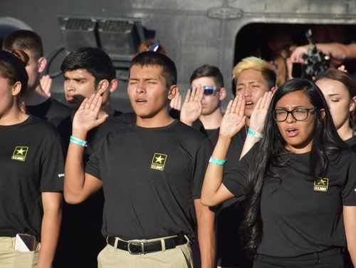 Future soldiers from the Phoenix Recruiting Battalion recite the oath of enlistment during a mass enlistment ceremony Nov. 9, 2017, at the University of Phoenix Stadium, Glendale, Ariz. (Alun Thomas/Army)