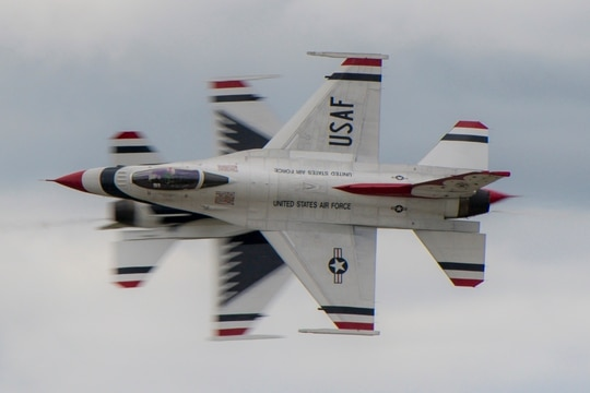 The U.S. Air Force Air Demonstration Squadron, the Thunderbirds, perform over the skies of Rocherster, N.Y., Aug. 24, 2019, at the Rochester International Air Show. (Maj. Ray Geoffroy/Air Force)