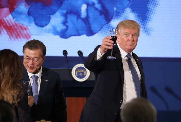 U.S. President Donald Trump and South Korean President Moon Jae-in toast at the start of a dinner at the Blue House in Seoul, South Korea, Tuesday, Nov. 7, 2017.. (Andrew Harnik/AP)