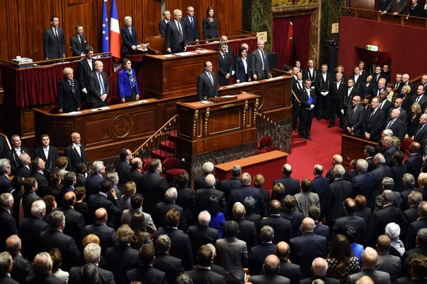 TOPSHOTS French President Francois Hollande and members of Parliament sing the French national anthem during an exceptional joint gathering of Parliament in Versailles on November 16, 2015, three days after 129 people were killed in the worst terrorist attack in France's history. AFP PHOTO / STEPHANE DE SAKUTIN