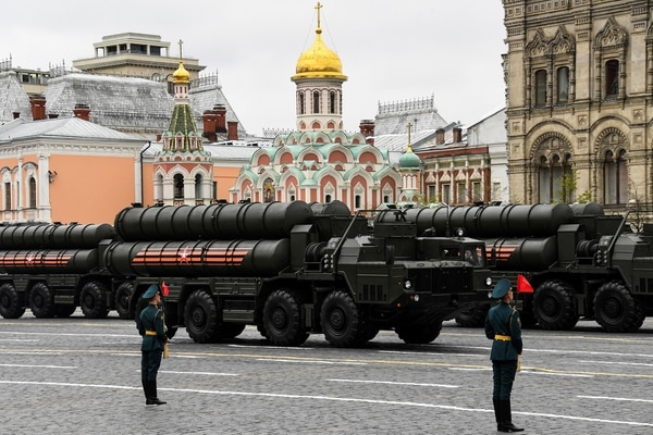 Russian S-400 Triumf medium-range and long-range surface-to-air missile systems ride through Red Square during the Victory Day military parade in Moscow on May 9, 2017. (Kirill Kudryavtsev/AFP via Getty Images)