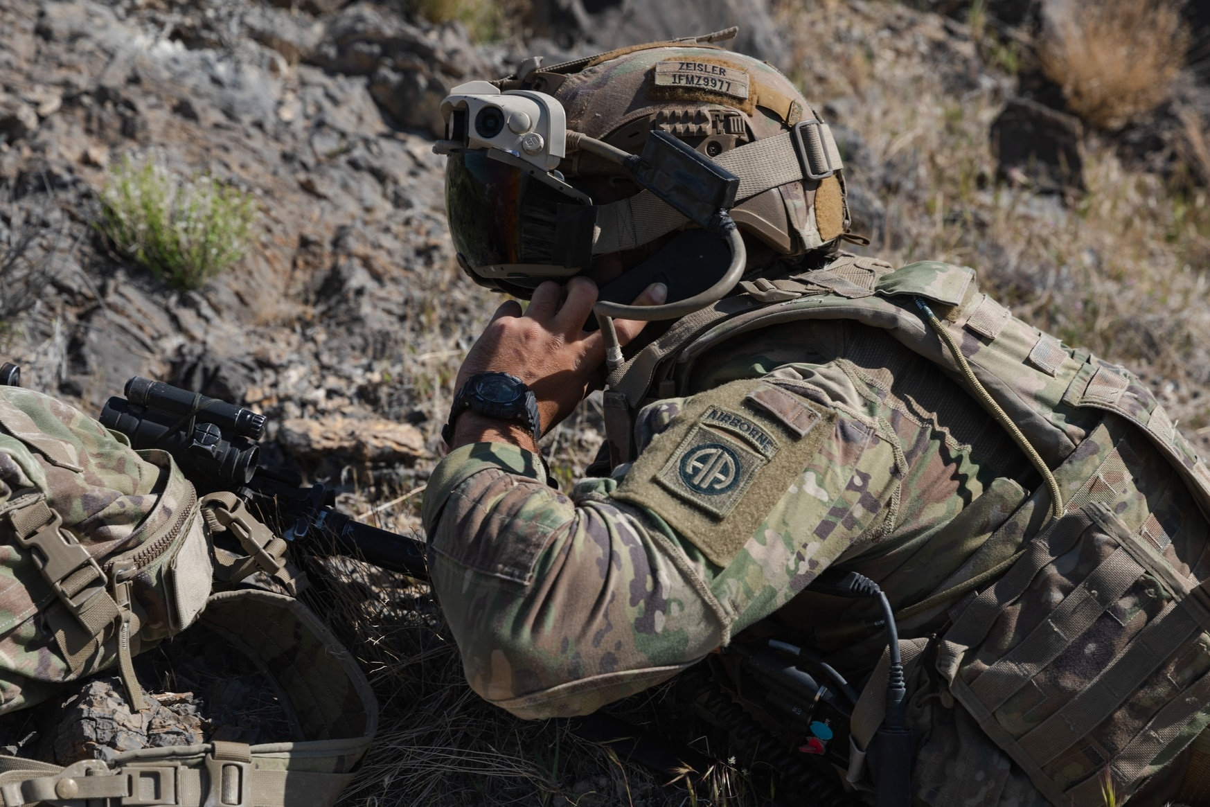 A dismounted soldier stays connected and receives unprecedented situational awareness through his Integrated Visual Augmentation System goggles at Edge 21. (Courtesy of the U.S. Army)