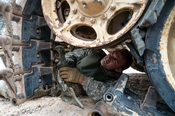 Pfc. Kyle Penney, an M2A3 Bradley Infantry Fighting Vehicle driver, replaces some track pads on his vehicle at Fort Bliss, Texas. (Sgt. Brandon M. Banzhaf/U.S. Army)