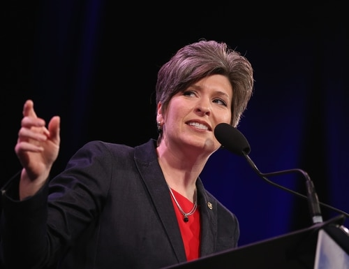U.S. Sen. Joni Ernst (R-IA) speaks to guests at the Iowa Freedom Summit on January 24, 2015 in Des Moines, Iowa. (Photo credit: Scott Olson/Getty Images)
