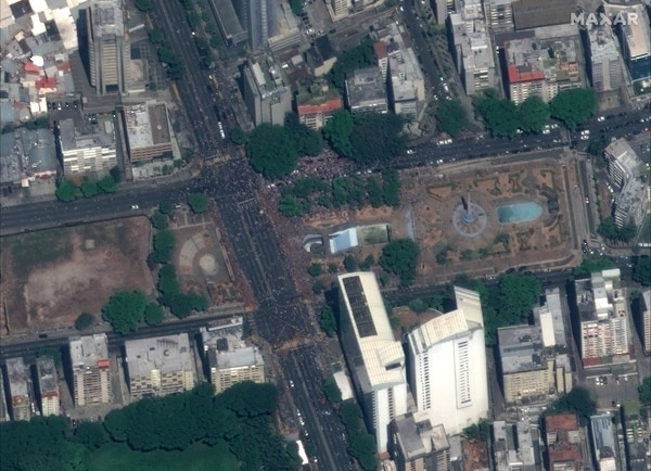 Crowds gather at Plaza Altamira in Caracas, Venezuela, on April 30, 2019. (Satellite image ©2019 Maxar Technologies)