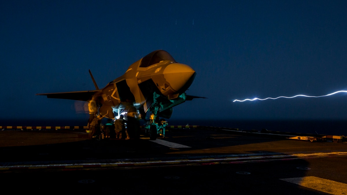 F-35 price falls below $90M for first time in new deal