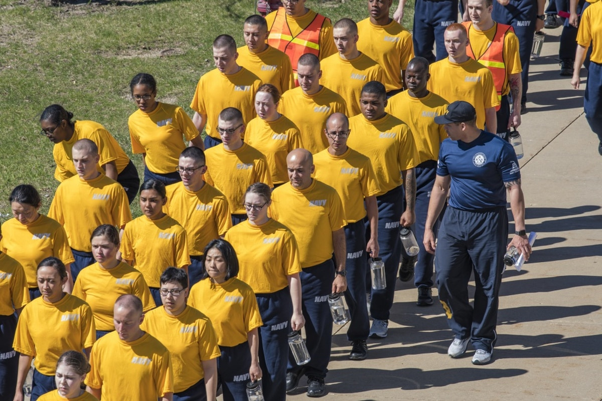 Navy recruit dies at boot camp