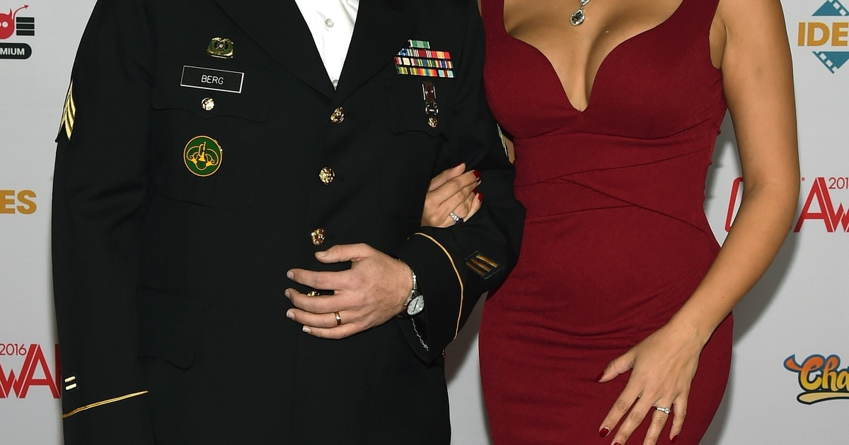 Porn Star Takes Army Sergeant To Adult Entertainment Awards In Vegas-9611