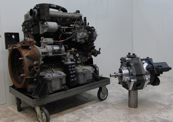 A standard 35-horsepower diesel engine, left, next to LiquidPiston's 40-horsepower diesel engine. (LiquidPiston)
