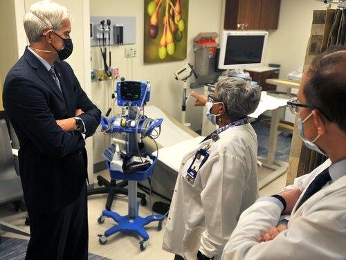 VA Secretary Denis McDonough (left) tours an exam room with staff of the Washington, D.C. VA Medical Center on Feb. 10. (Robert Turtil/VA)