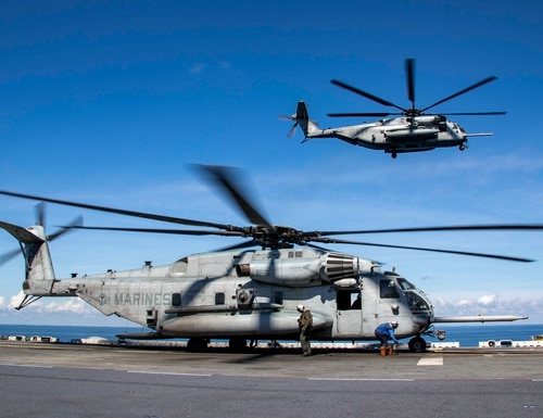 Sailors and Marines prepare a CH-53E Super Stallion helicopter for Sept. 8, 2018 takeoff from the amphibious assault ship Kearsarge. (Mass Communication Specialist 2nd Class Ryre Arciaga/Navy)