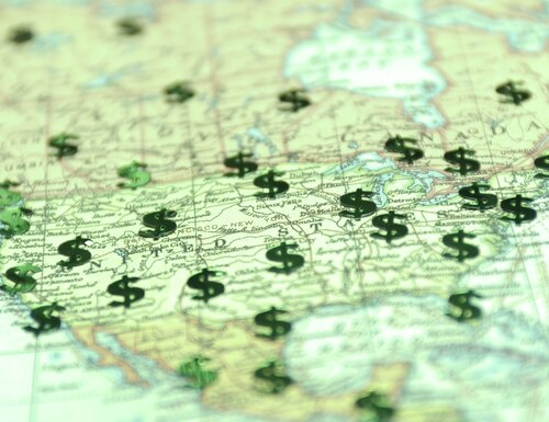 The Locality Pay Equity Act would bring locality pay for hourly and salaried feds inside the same boundaries. (PeskyMonkey/Getty Images)