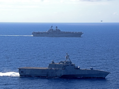 Amphibious assault ship USS America (LHA 6) sails alongside Independence-variant littoral combat ship USS Gabrielle Giffords (LCS 10) on March 13, 2020, in the South China Sea. (US Navy)