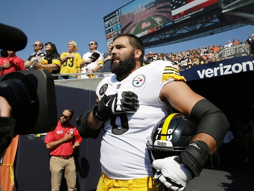 Former Army Ranger Alejandro Villanueva, seen here during a game in 2017, inscribed Alwyn Cashe's name on his helmet for the Steelers game Monday. (Nam Y. Huh/AP)
