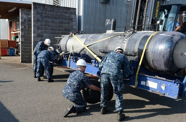 Sailors prepare an unmanned undersea vehicle to be unloaded at Naval Undersea Warfare Center in Keyport, Wash., in 2015. (MC2 Justin A. Johndro/Navy)