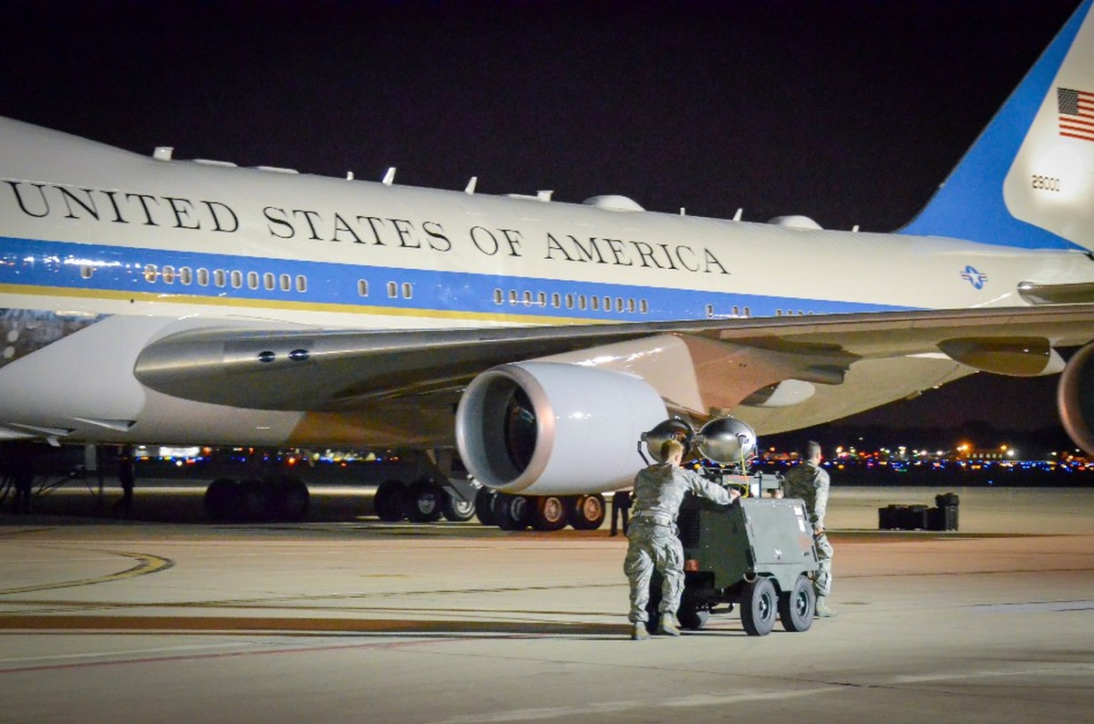 photos officielles 61dc5 d7603 Viasat wins contract for internet aboard Air Force One