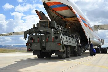US urges Turkey to keep its $2.5 billion air defense system packed away
