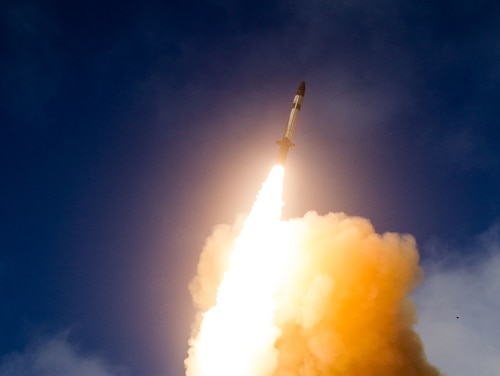 The U.S. Missile Defense Agency conducts a flight test of the SM-3 Block IIA in 2015. CNN is reporting that a test of the SM-3 IIA on Jan. 31 was a failure. (Ralph Scott/U.S. Missile Defense Agency)