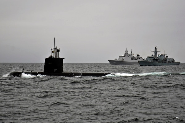 Swedish submarine HMS Gotland, left, HNLMS Tromp, center, and HMS Portland steam in formation with other NATO and partner nation ships during drills. (MC2 Amanda S. Kitchner/Navy)
