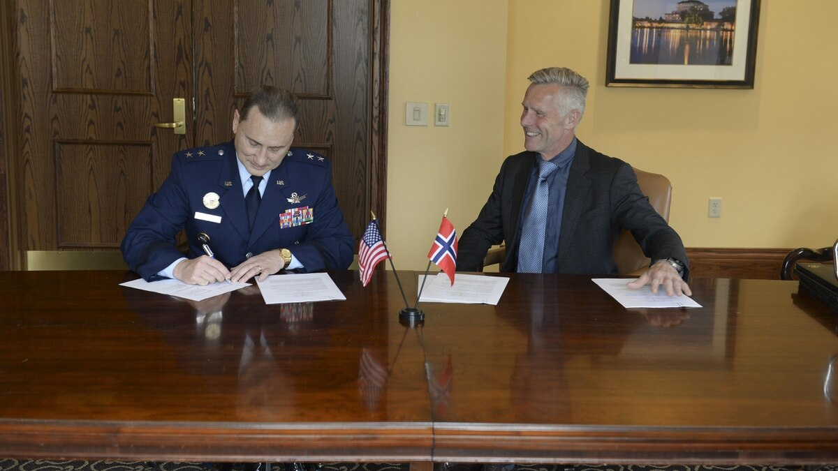 USSTRATCOM, Norway sign space data-sharing agreement