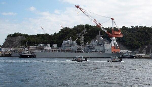 Harbor tugs assigned to Commander Fleet Activities Yokosuka (CFAY) assist the Ticonderoga-class guided missile cruiser Shiloh it preps Thursday for Typhoon Hagibis. (Ryo Isobe/Navy)