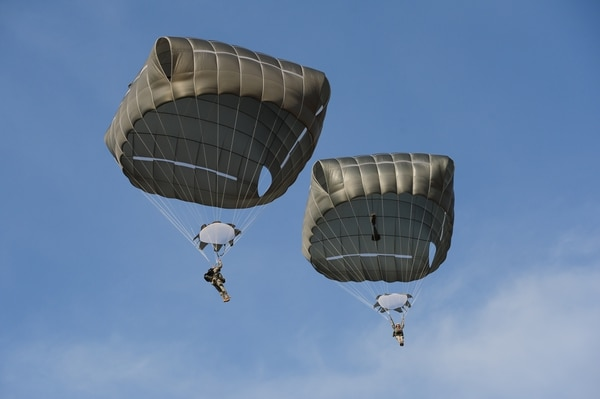 U.S. Army paratroopers from the 82nd Airborne Division parachute from a C-17 Globemaster during a Joint Operational Access Exercise mission, Camp Mackall, N.C., June 26, 2013. (Airman 1st Class Cory D. Payne/Air Force)