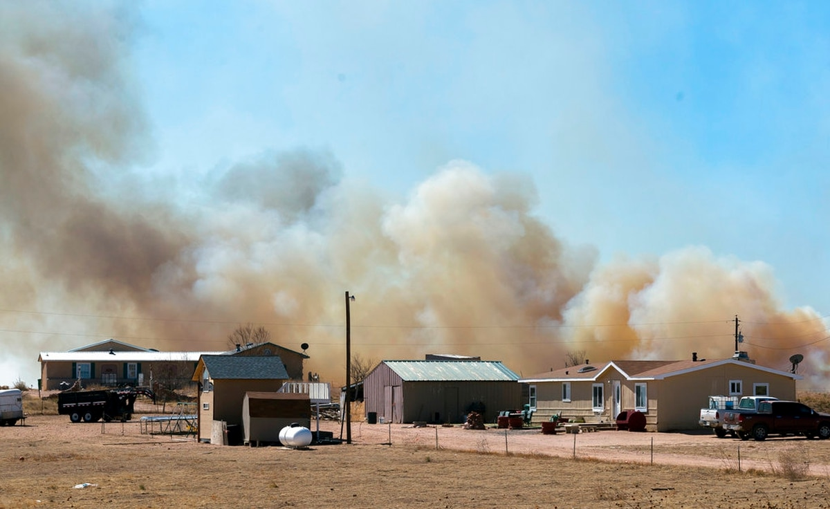Colorado residents head home after fire ignites on Fort Carson