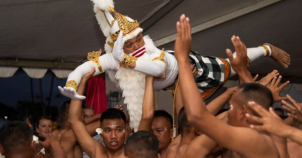 Indonesian sailors aboard the Republic of Indonesia Navy landing dock ship KRI Makassar (590), perform a traditional Indonesian dance at a reception during Rim of the Pacific exercise on Joint Base Pearl Harbor-Hickam, July 8. (MC3 Natalie M. Byers/Navy)