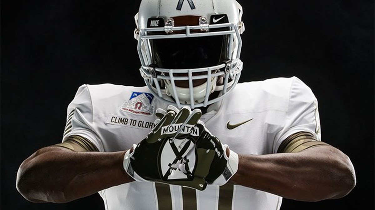 71eb2c091ee West Point honors 10th Mountain Division with Army-Navy game uniforms