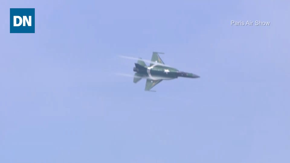 The JF-17 shows off