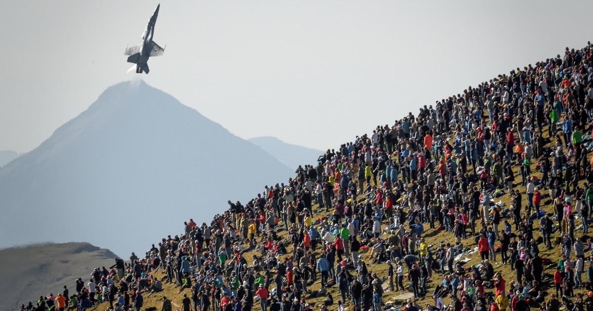 Switzerland's $6.5 billion fighter jet plan narrowly passes referendum